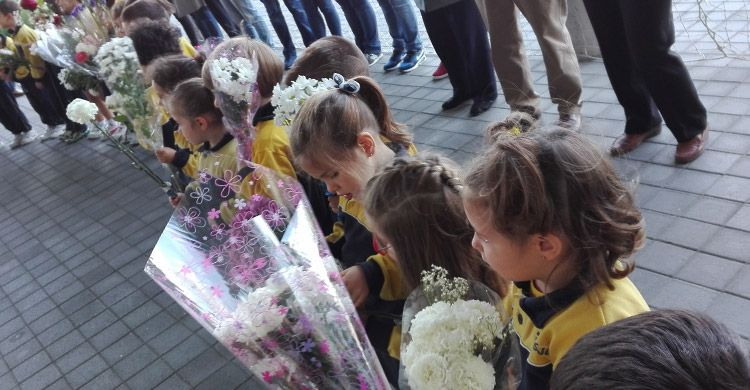 Flores-a-la-Virgen-María-Infantil-2017